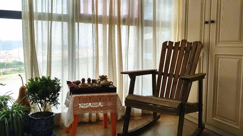 休闲桌椅在阳台上的布局